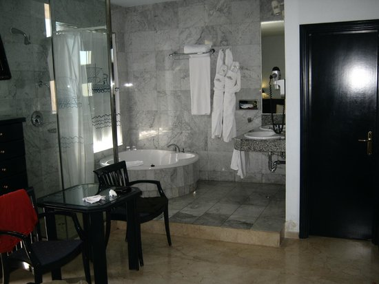 Cleopatra Palace Hotel: bagno suite