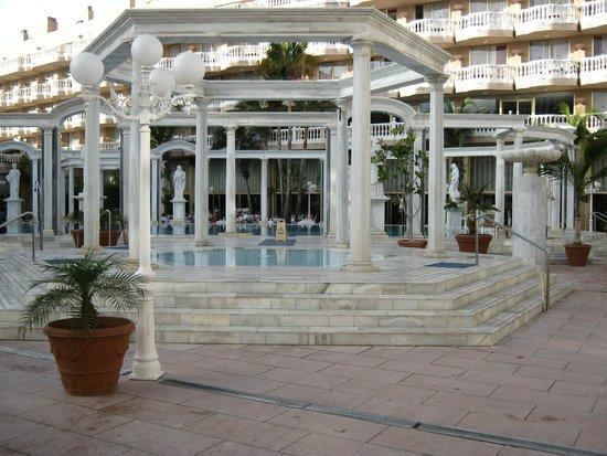 Cleopatra Palace Hotel: piscina romana