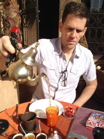 Riad Boussa : Pouring mint tea in the morning