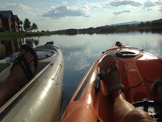 Wyndham Pagosa : Kayaking on the private lake in front of our room.