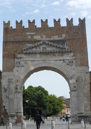 Arco d'Augusto: arco di augusto