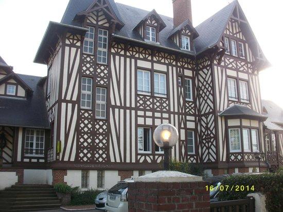 La Villa Des Houx : façade
