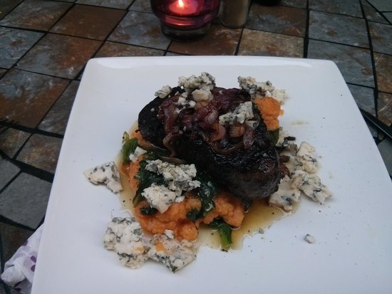 Amigos Restaurant and Roof Terrace : Steak with sweet potato mash
