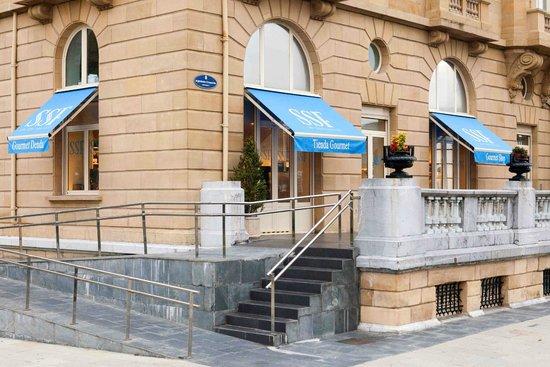 Mimo San Sebastian: Side Entrance to San Sebastian Food´s Gourmet Shop at Hotel Maria Cristina
