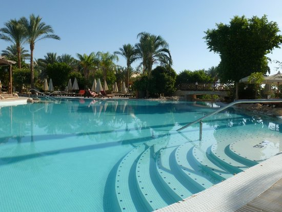 The Grand Hotel Sharm El Sheikh: Main pool at 8am