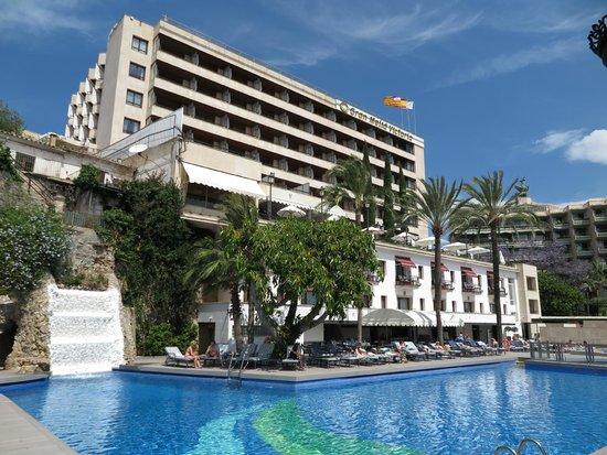 Gran Melia Victoria: Blick vom Pool auf das Hotel
