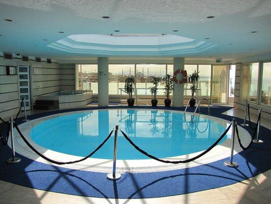 BEST WESTERN PLUS The President Hotel: Innenpool auf der Dachterrasse