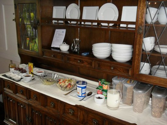 Summer Hill Country House: Breakfast Sideboard