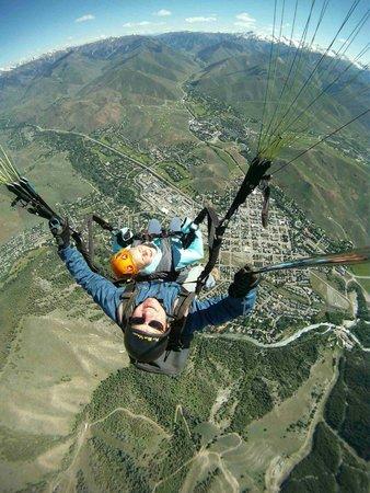 Fly Sun Valley: Paragliding tandem flight over Sun Valley