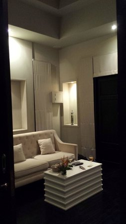 Montra Hotel: Living Room