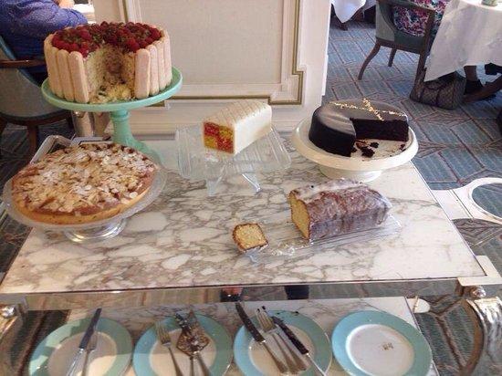 The Diamond Jubilee Tea Salon: Cake stand