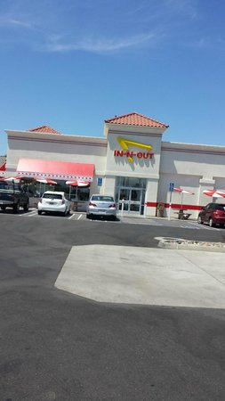 In-N-Out Burger : In N Out Burger in Modesto area of Northern California