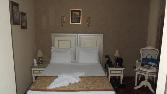 Maywood Hotel : Single room