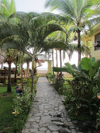 Sandpiper Hotel : Main walkway