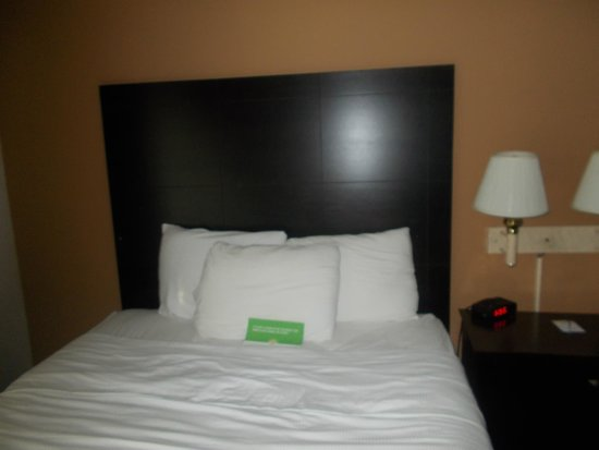 La Quinta Inn Richmond: Great bed, I love the headboard