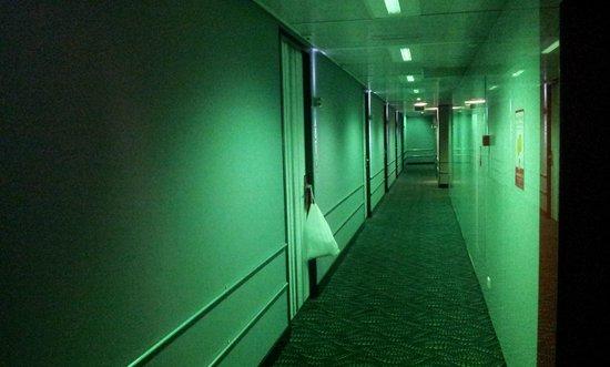 Qbic Hotel Amsterdam WTC: The corridor