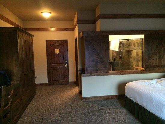 Lodge at Whitefish Lake: See inside bathroom from living area