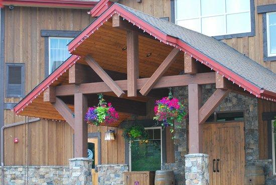 Lodge at Whitefish Lake: Entrance to Viking Lodge