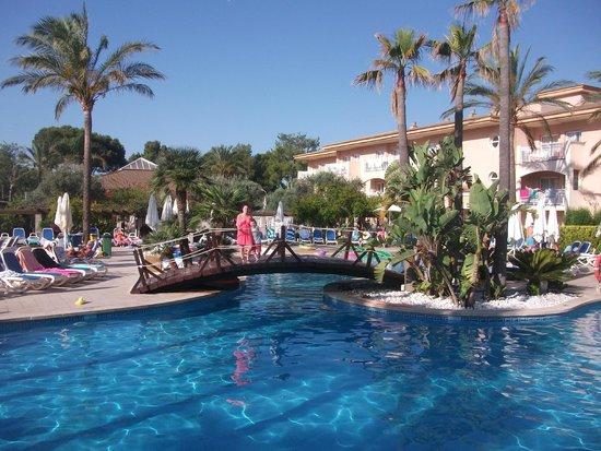 Aparthotel Playa Mar & Spa: main pool area was lovely