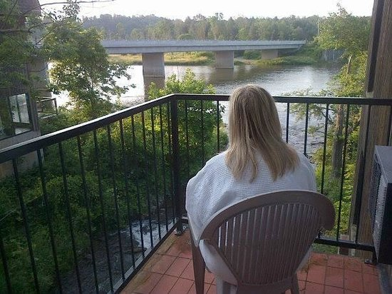 Benmiller Inn & Spa: The room is directly above the rapids so the water sounds are incredible....no noise from neighb