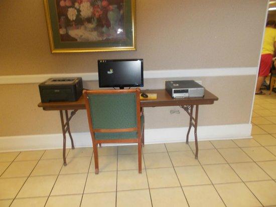 La Quinta Inn Richmond : Business center, but I use in room wifi