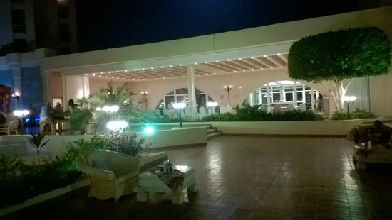 Hurghada Marriott Beach Resort : Il ristorante, nello sfondo