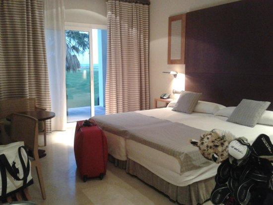 Parador de Malaga Golf : habitación