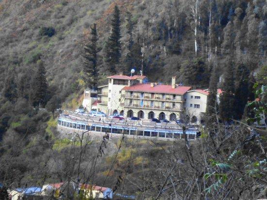 Termas de Reyes: El hotel desde el mirador