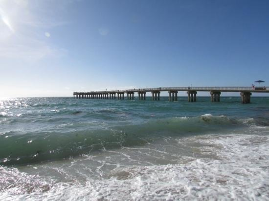 Golden Strand Ocean Villa Resort: the pier at sunnyisles