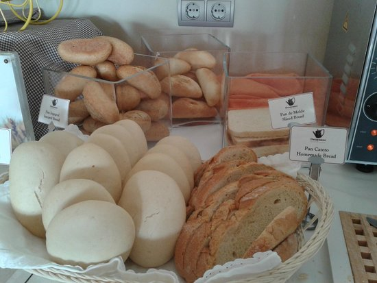 Parador de Malaga Golf : panes variados (desayuno)