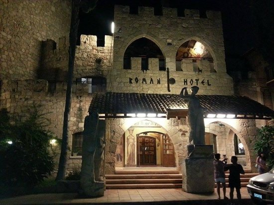 Roman Boutique Hotel: roman at night