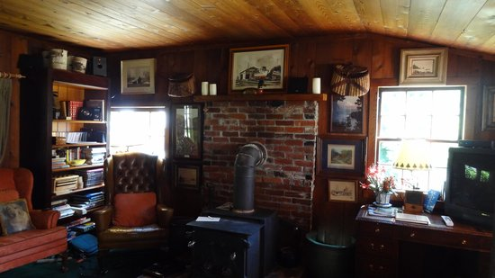 Betty Macdonald Farm: cozy livingroom