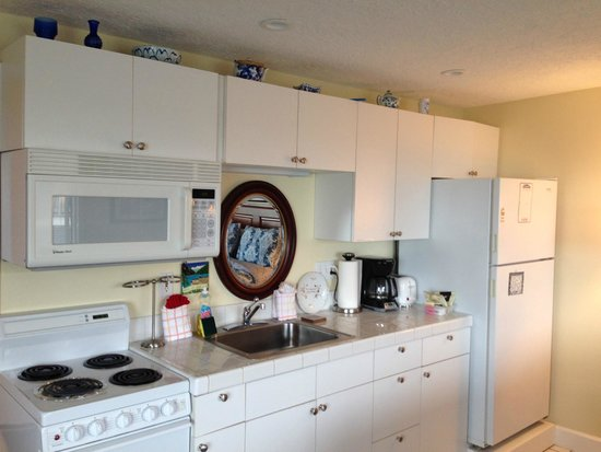 The Tradewinds Condo / Hotel: Kitchenette in 211