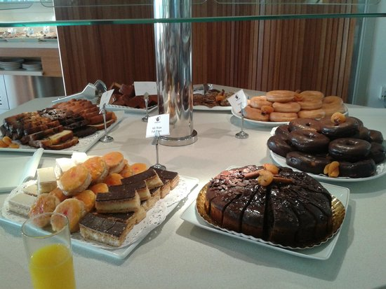 Parador de Malaga Golf: mesa de dulces (desayuno)
