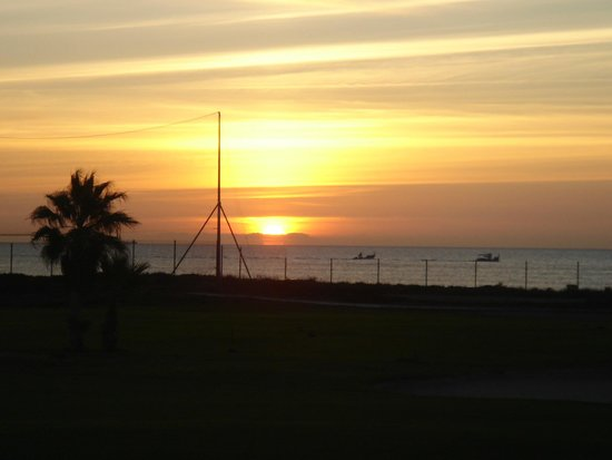 Parador de Malaga Golf: amanecer y playa desde habitación