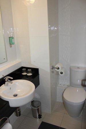 Jurys Inn Dublin Christchurch: bathroom