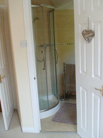 Greenacre Bed & Breakfast: The Twin Bathroom