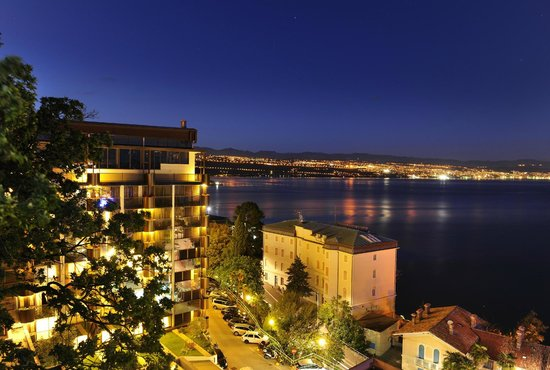 Grand Hotel Adriatic: Hotel facility - outside night view