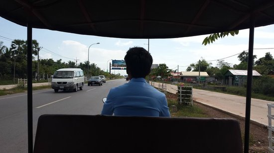 The Moon Boutique Hotel: The tuk tuk ride from the airport