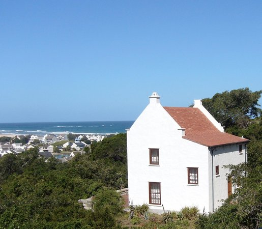 Richmond House Cottages : Ship Ahoy Cottage overlooks a small harbour, sea and coastal bush
