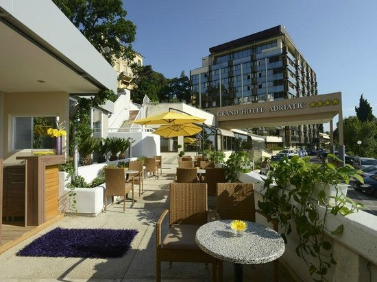 Grand Hotel Adriatic: Hotel sun terrace and lounge bar