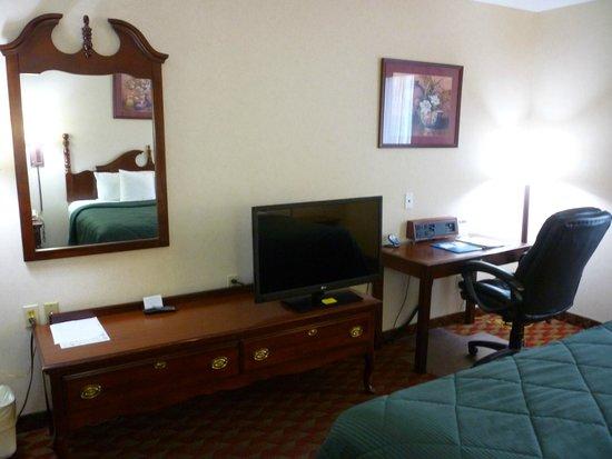 Comfort Inn: Good TV that swivled