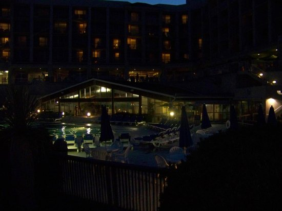 Holiday Inn Resort Wrightsville Beach: Nighttime...the indoor pool