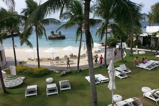 Movenpick Hotel Mactan Island Cebu: Lounge area. Find your spot.