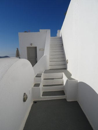 Regina Mare Hotel: Stairs up to caldera path