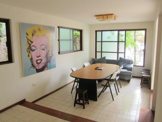 Art Deco Suites: Main Dinning area