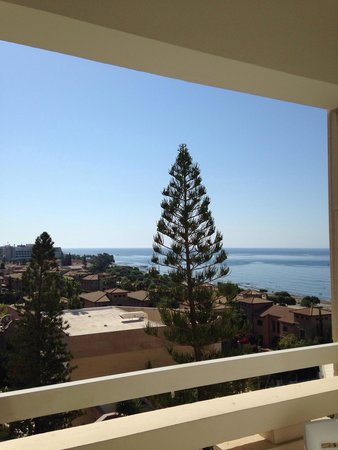 St Raphael Resort: Вид из окна основного корпуса 4 этажа