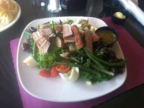 Cafe Saint-Amand: Salad Nicoise