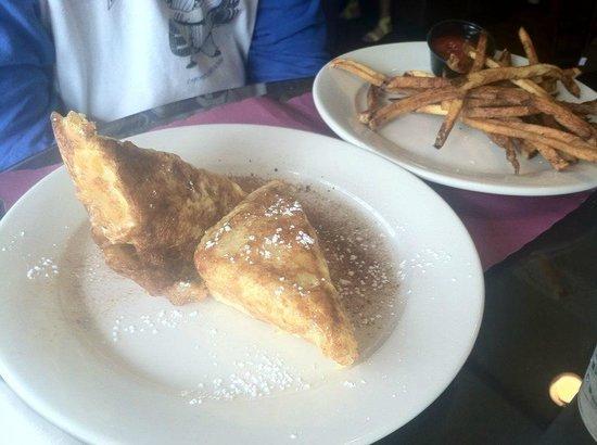 Cafe Saint-Amand: Monte Cristo sandwich