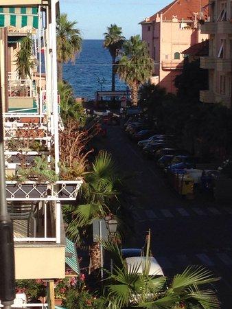 Hotel Corso: Vista dal balcone della camera. A sinistra inizia il Budello
